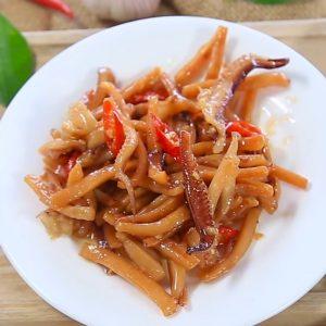Vị dai dai, chua ngọt cay tự nhiên được hòa quyện mỹ mãn trong món mực khô xào hấp dẫn.