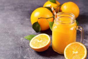Cùng bạn bè thưởng thức nước cam, lê. gừng thanh mát.