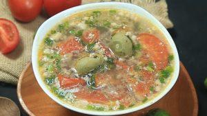 Canh sấu nấu thịt băm và rau rút chua chua ngon ngon.