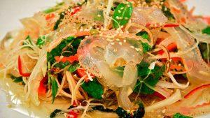 Màu sắc đẹp mắt của món nộm sứa.  - cách làm món nộm sứa hoa chuối
