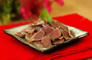 Đĩa mề vịt bát vị với màu hồng đào đẹp mắt.